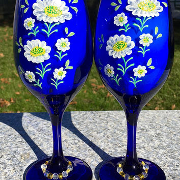 Wine Glasses With Hand Painted White Flowers and Beaded Wine Glass Charms Set of 2, Christmas Gift, Wine Lover Gift, Gifts For Her