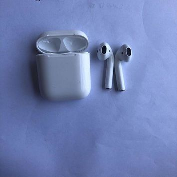 VONW3Q Apple AirPods White MMEF2AM/A Wireless Bluetooth Earpods Certified Refurbished