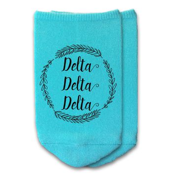 Delta Delta Delta - Sorority Name with Wreath No-Show Socks