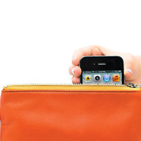 Everpurse: Seamlessly charge iPhone 4 & iPhone 5 all day