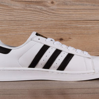 Adidas Mens Superstar Knicks East River Rivalry White Black