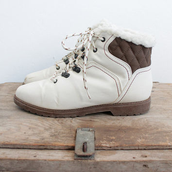 Vintage 80s White Vegan Winter Boots with Fur Lining | 6.5 7