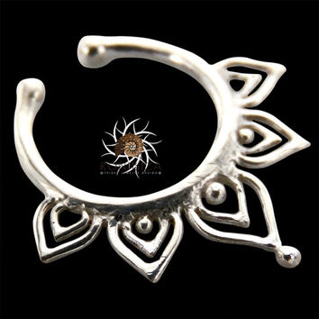 Fake Septum Ring - Faux Septum Ring - Fake Piercing - Clip On Piercing - Clip On Septum - Septum Jewelry - Septum Cuff - Nose Jewelry SF26S