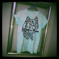 Wolf's head with dream catcher and arrow. Tie-dye T-shirt