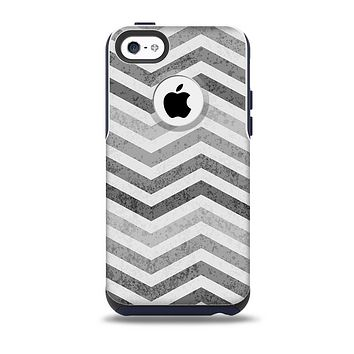 The Gray Toned Wide Vintage Chevron Pattern  Skin for the iPhone 5c OtterBox Commuter Case