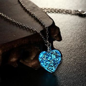 Newest Glowing Necklace Pendant Crystal Heart Glow In the Dark Luminous Statement Necklace