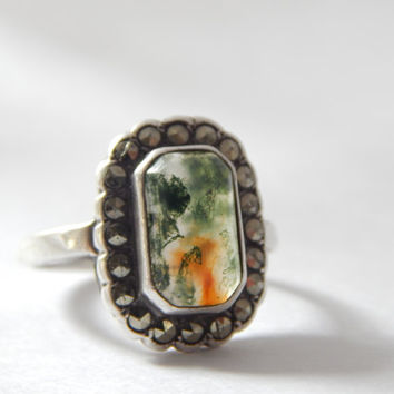 Wonderful Sterling Silver Mid Century Moss Agate Statement Ring with Marcasite