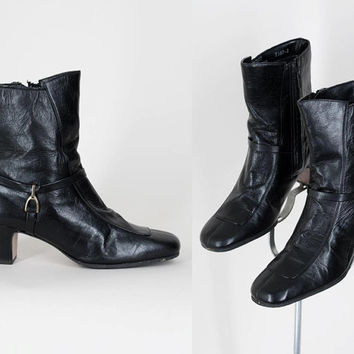 SALE Vintage 70s Shoes / 1970s Minimalist Deadstock Black Leather Ankle Boots 6