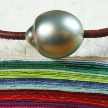 Tahitian pearl, leather and silver, Unisex bracelet adjustable men, women, children - red coral green turquoise