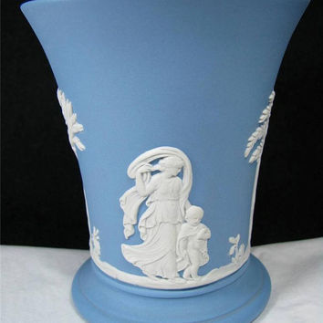 Vintage 1961 WEDGWOOD BLUE JASPER Ware 4 inch high Vase Made in England Lovely!!