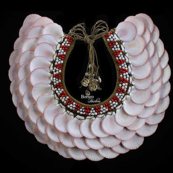 Pink Ribbed Shell Neck Piece.Delicate Pink Moon Shell Decor Home&Living Beaded Seeds Shells Graduated Three Tiers Nautical Designer Island