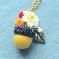 Needle felted acorn necklace, woodland theme acorn and flower necklace, yellow color, whimsical jewelry, gift under 15