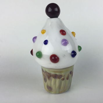 Glass pipe - cupcake with dots and a cherry