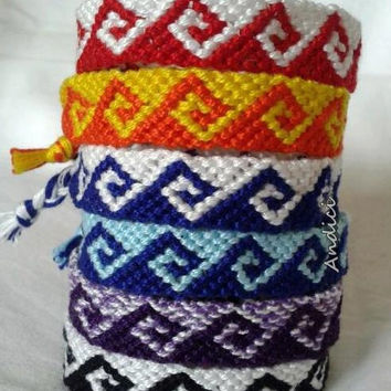 Greek waves - Two colored knotted friendship bracelet / macrame bracelet / wristband