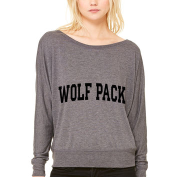 Wolf Pack-block WOMEN'S FLOWY LONG SLEEVE OFF SHOULDER TEE