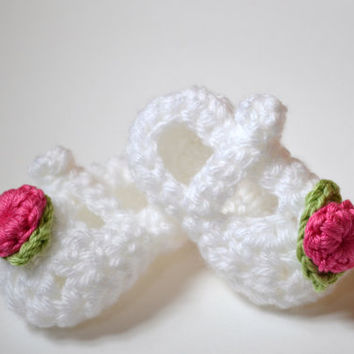 Baby Booties Crocheted in White by pkeelan on Etsy