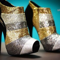 Qupid Heigl-89 Metallic Striped Peep Toe Ankle Bootie