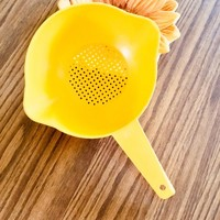 Yellow Tupperware Strainer, Small Yellow Tupperware Colander, Small Plastic Spaghetti Colander, Vegetable Strainer