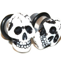 4g (5mm) Skull Black White Skeleton Spooky Unisex Halloween Goth Ear Gauges Plugs Earrings for Stretched Piercings (Acrylic, with o-rings)