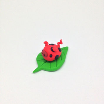 Polymer Clay Miniature Red Ladybug Pig, Cute Little Fimo Figurines Kawaii Style ladybug Piggy