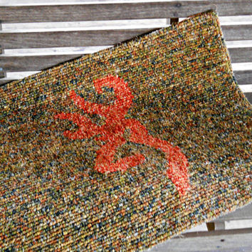 Camo Deer Logo Rug, Locker Hooked Rug, Orange Deer Emblem, Locker Hooking Decor, Hunting Cabin Decor, Rustic Home Decor, Camoflage Decor