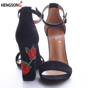 2017 New Fashion Faux Suede Women Sandals Embroider High Heel Women Sandals Ethnic Floral Party Shoes Plus Size Flower Embroider