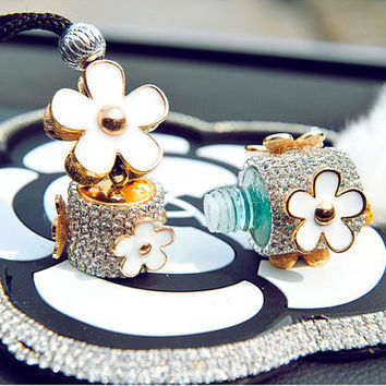 Crystal Fur Car Mirror Hanger Perfume Charm 10ML Reusable, Bling Flower Car Mirror Decor Accessories