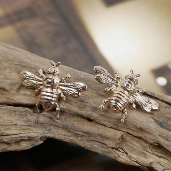 High-grade vintage cute bees brooch gold color The hornets bee brooch pins for men women fashion jewelry 1 pcs