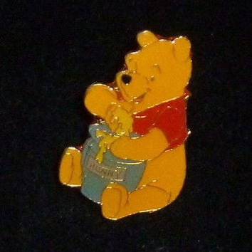 Disney Winnie the Pooh Bear Eating Honey Pin