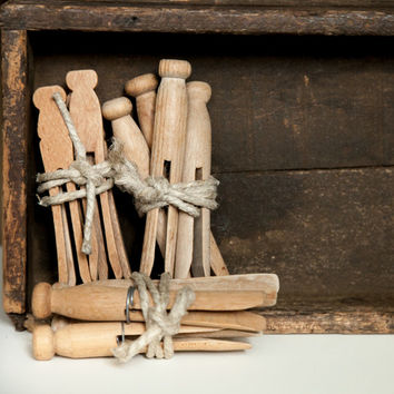 Set of 4 Vintage clothespins. Wooden Laundry Pegs