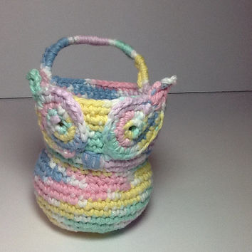 Owl Basket for doorknob, crochet in pastel shades, pink, blue, yellow, green and white, nursery or bathroom storage, cotton yarn with handle