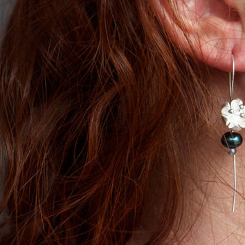Bridal party earring Bridesmaid gift set of 3 4 5 Navy blue Modern black pearl Custom silver flower earring Bridesmaid Jewelry Wedding Party