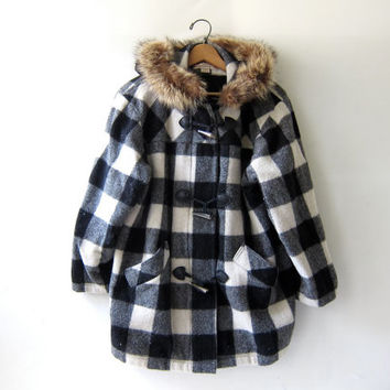 vintage Woolrich coat. Checkered wool winter coat. Black & White. Toggle Coat. Fur hooded coat.