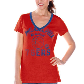 Philadelphia 76ers Women's Back Court Current Day Logo T-Shirt – Red