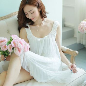 2017 New Sweet Sexy Retro Palace Spaghetti Strap Nightgown Cute Rayon Summer Knee Length Sleepwear
