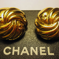 Authentic Chanel 1986 Vintage Whirly CC Logos Gold Plate Clip Earrings