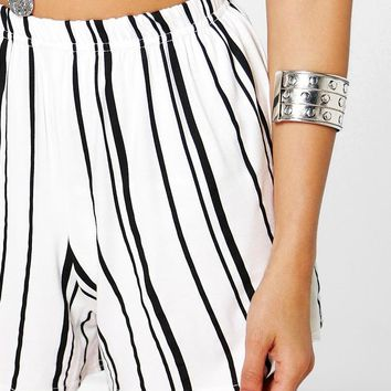 Suzie Striped Flippy Shorts | Boohoo