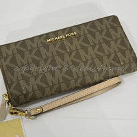 Michael Kors Signature Jet Set Travel Continental Wallet/Wristlet in Mocha Brown