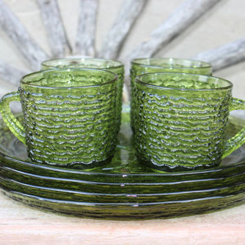 vintage luncheon plates Soreno-Avocado Green snack plates and cups vintage Anchor Hocking : luncheon plates with cup holder - pezcame.com