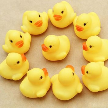 2017 Topsella Rubber Squeeze Duckies With Sound Bath Toys Shower Water Floating Squeaky Yellow Rubber Ducks Baby Toys 12 PC