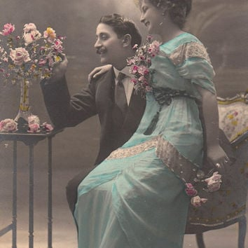 French vintage lovers postcard . Romantic Couple postcard .Love card