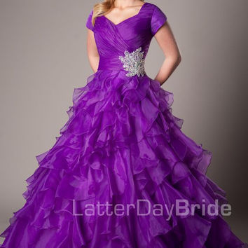Purple Ball Gown Modest Prom Dresses With Cap Sleeves Long Corset Back Pleated Ruffles Organza Teens Formal Party Prom Dresses
