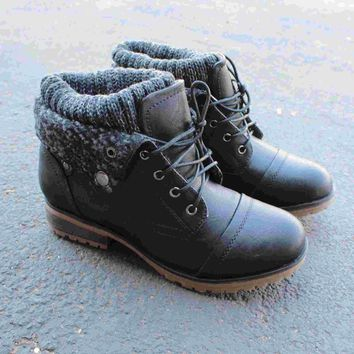 Day-First™ cozy womens sweater boots - black