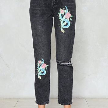 Snake an Entrance Distressed Jeans