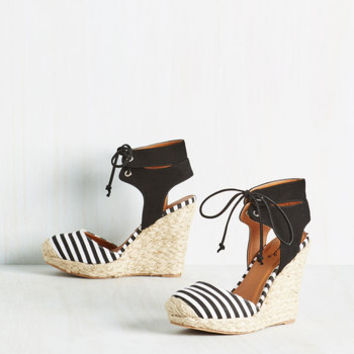 Rhythm and Cruise Wedge in Black | Mod Retro Vintage Heels | ModCloth.com