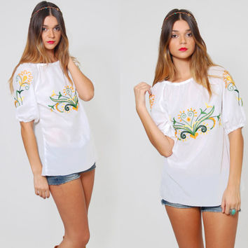 Vintage 70s Embroidered PEASANT Top FLORAL Boho Hippie Tunic White Short Sleeve Ethnic Top