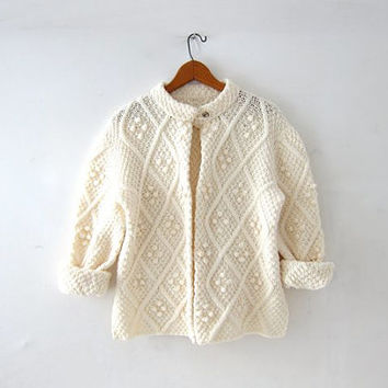 vintage natural white sweater. popcorn knit cardigan. cable knit sweater. granny sweater. preppy minimalist.