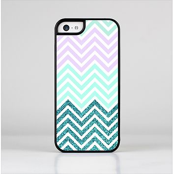 The Light Teal & Purple Sharp Glitter Print Chevron Skin-Sert Case for the Apple iPhone 5c