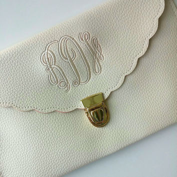Cream Scallop Cross Body Clutch, Scallop Monogram Clutch, Scallop Monogrammed Crossbody, Scallop Clutch, Monogrammed, Bridal Party Gift,