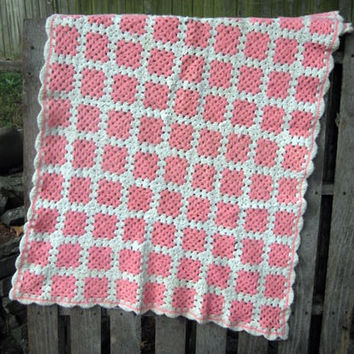 Crochet Lap Blanket vintage 60s 70s Bubblegum Rose Pink White Baby Scalloped Edge Granny Square 34 x 50 Throw